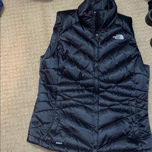 Large north face vest- black